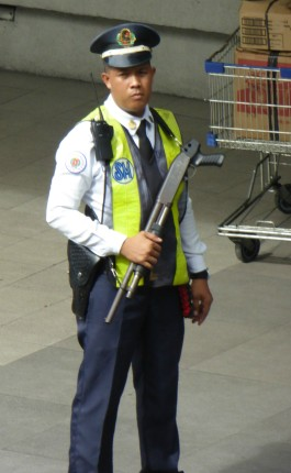 sikkerhetsvakt på kjøpesenter