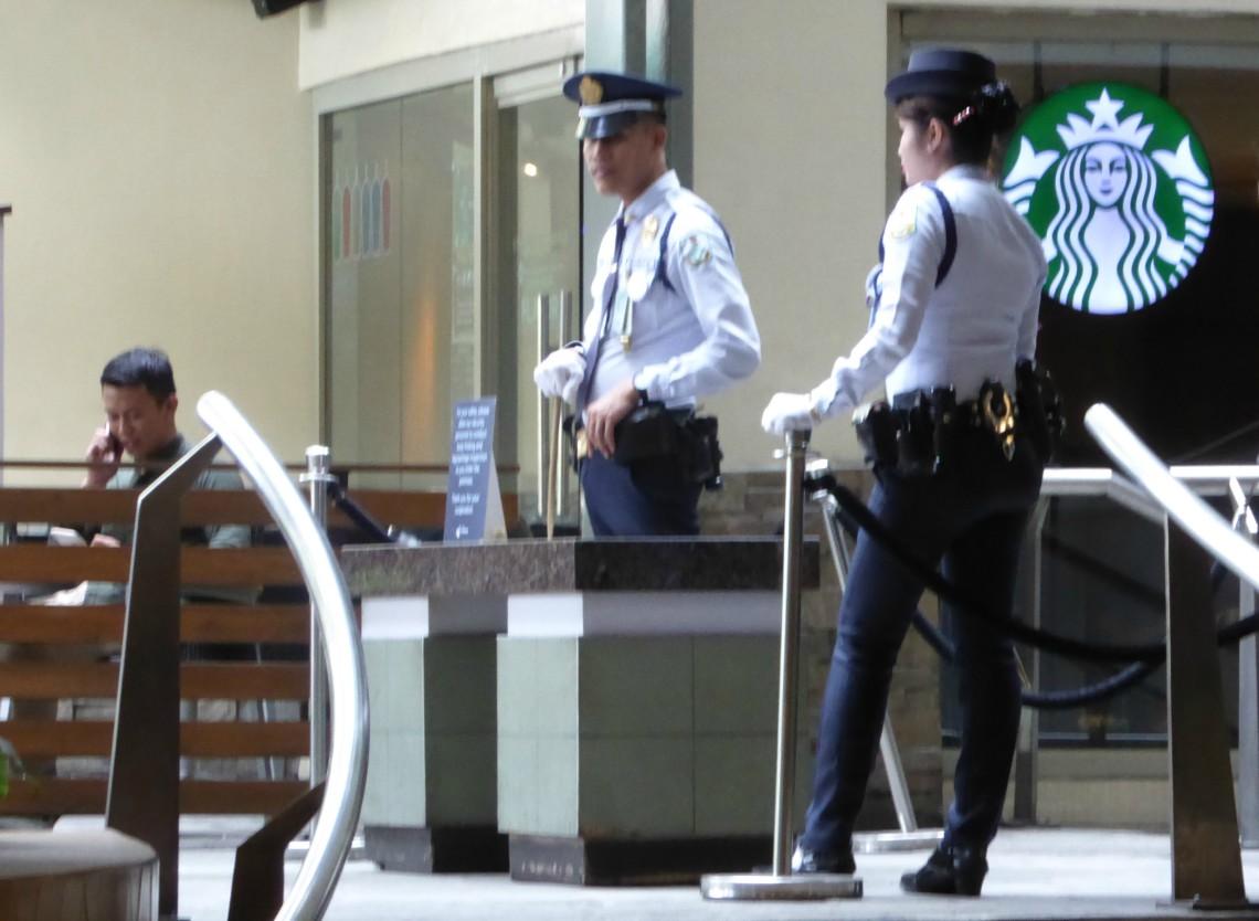 Sikkerhetsvakter på kjøpesenter