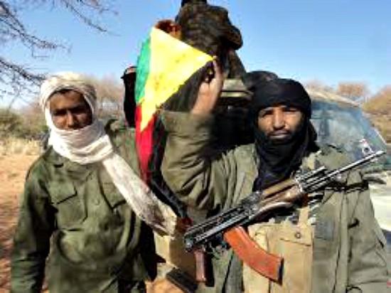 Opprørere med Azawads flagg